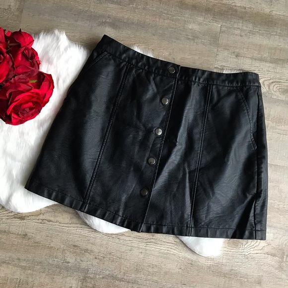 🎀Forever 21 Faux Leather Sz L Front Button Skirt